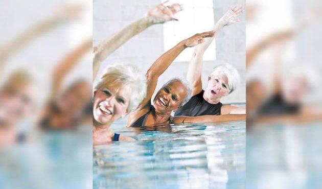 Ejercicio acuático, ideal para personas de la tercera edad.