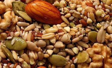Frutas, granos y líquidos deben primar en la alimentación de los adultos mayores.