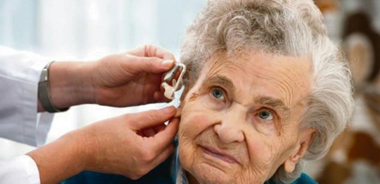 Escuchar mal puede generar aislamiento y depresión