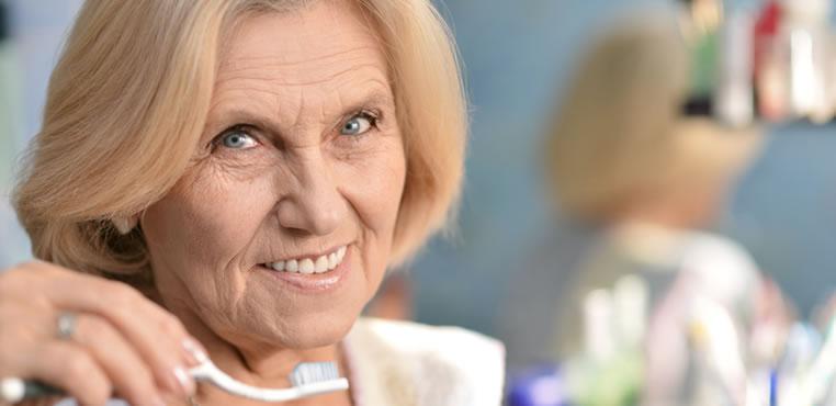 Cómo cuidar la salud bucal del adulto mayor