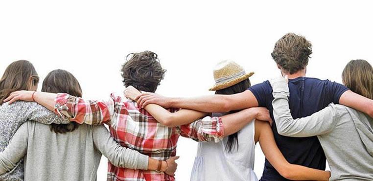 Entérese de los 7 beneficios que le aporta la amistad a su salud